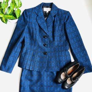 Le Suit Blue and Black Skirt Suit Size 6P